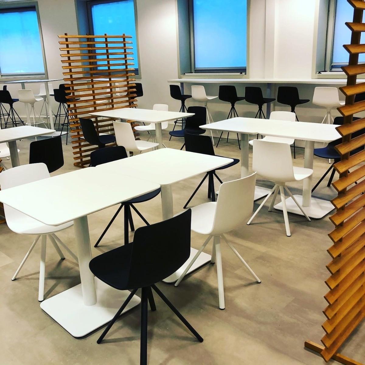 Tables de restauration sur-mesure Corbetta Salvatore et chaises Lottus